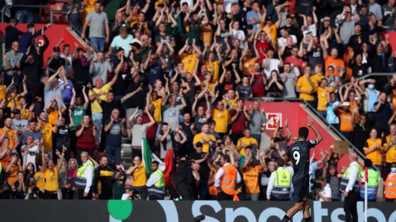 Jimenez hits wonderful Wolves winner as Lage addresses Traore omission