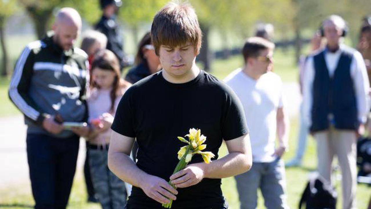Hundreds in Windsor join minute's silence