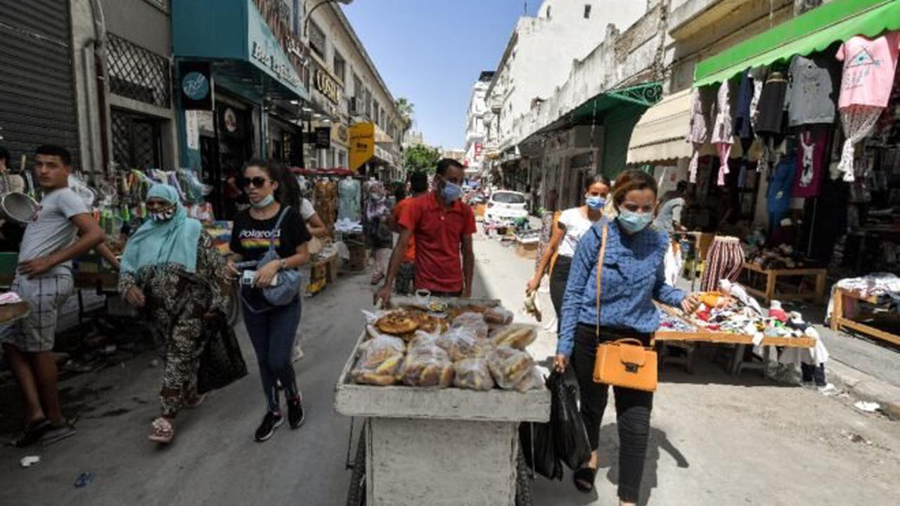 In Tunis cafes, cynicism saps opposition to president's power grab