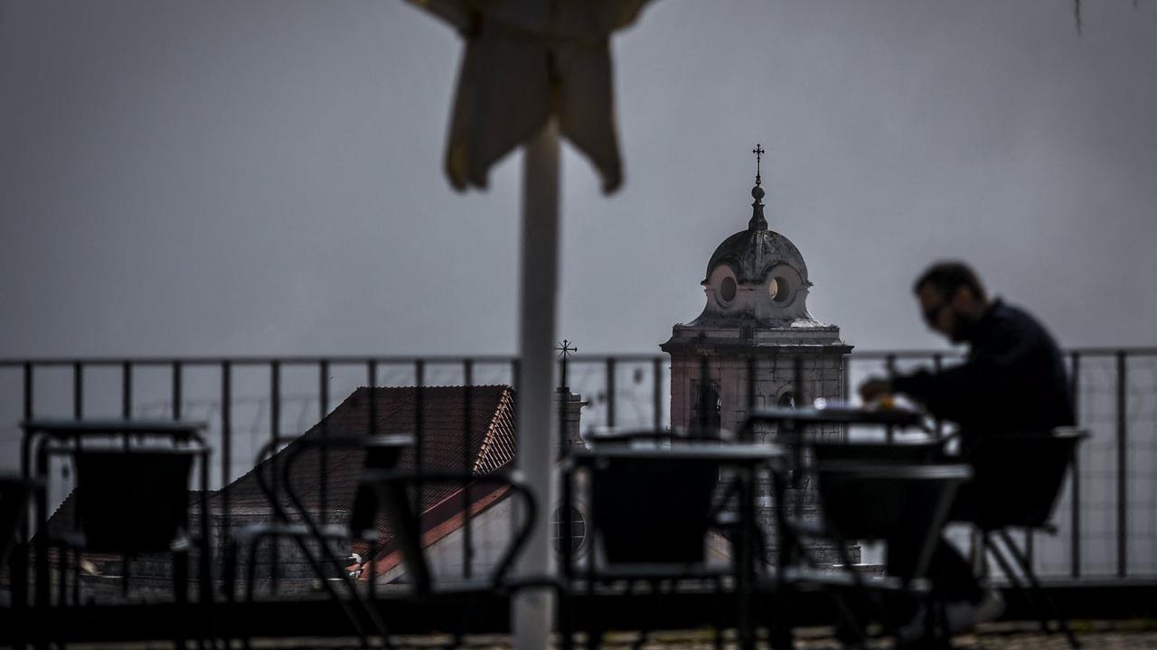 En direct Covid-19 : fin du couvre-feu au Portugal, un pass sanitaire renforcé pour aller en Allemagne