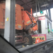 One dead at Tema after truck smashed toll booth