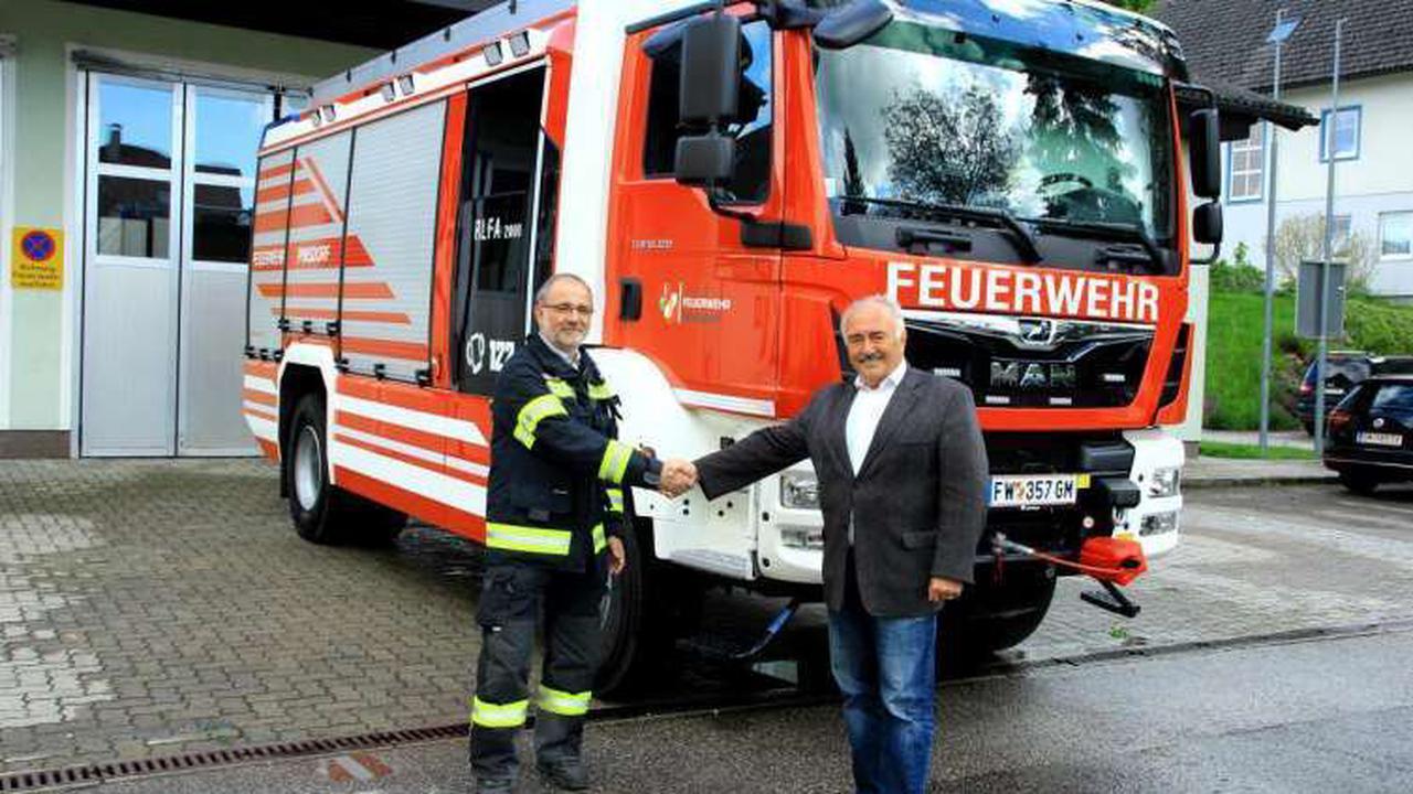 FF Pinsdorf: Neues Rüstlöschfahrzeug in Dienst gestellt