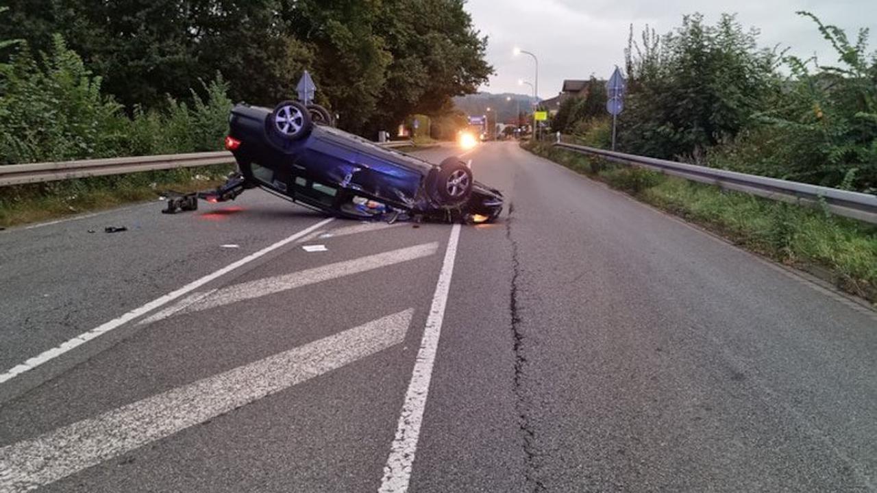 POL-NI: Spektakulärer Verkehrsunfall aufgrund von Ablenkung durch Smartphone