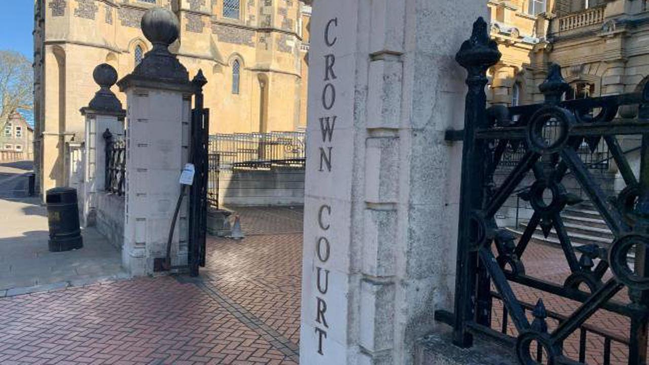 Olly Stephens: Teen threw knife into River Thames, court hears