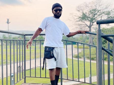 Bisa Kdei Pictures that Shows He's Made Money through Music. Money is sweet.