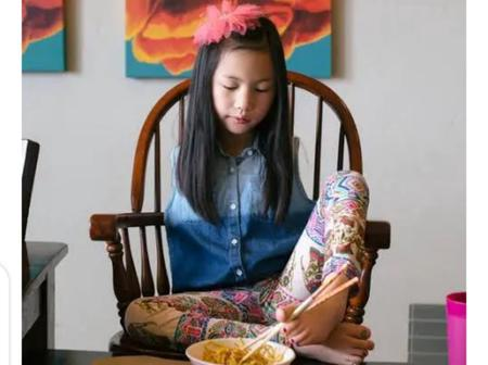 Meet The People Who Eat With Their Legs Because They Have No Hands (Pictures)
