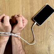 10 Signs That Shows You're Addicted To Your Smartphone