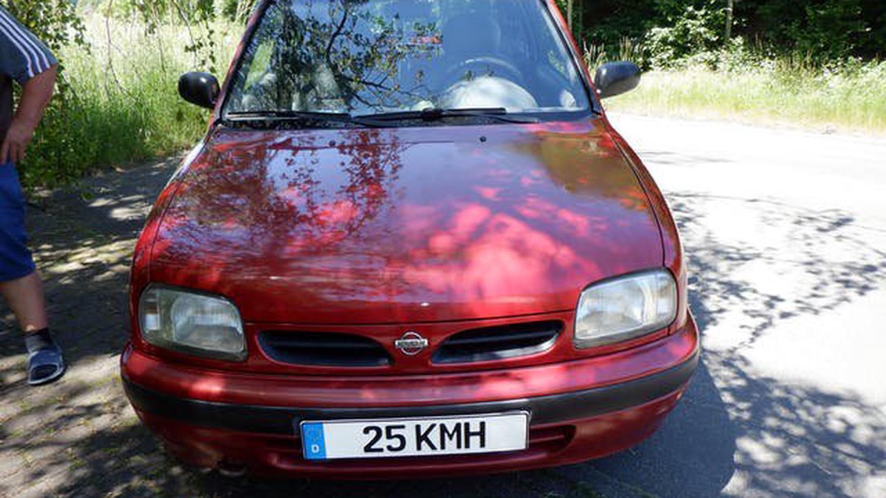 Skurriles Kennzeichen – Polizei stoppt Nissan Micra sofort