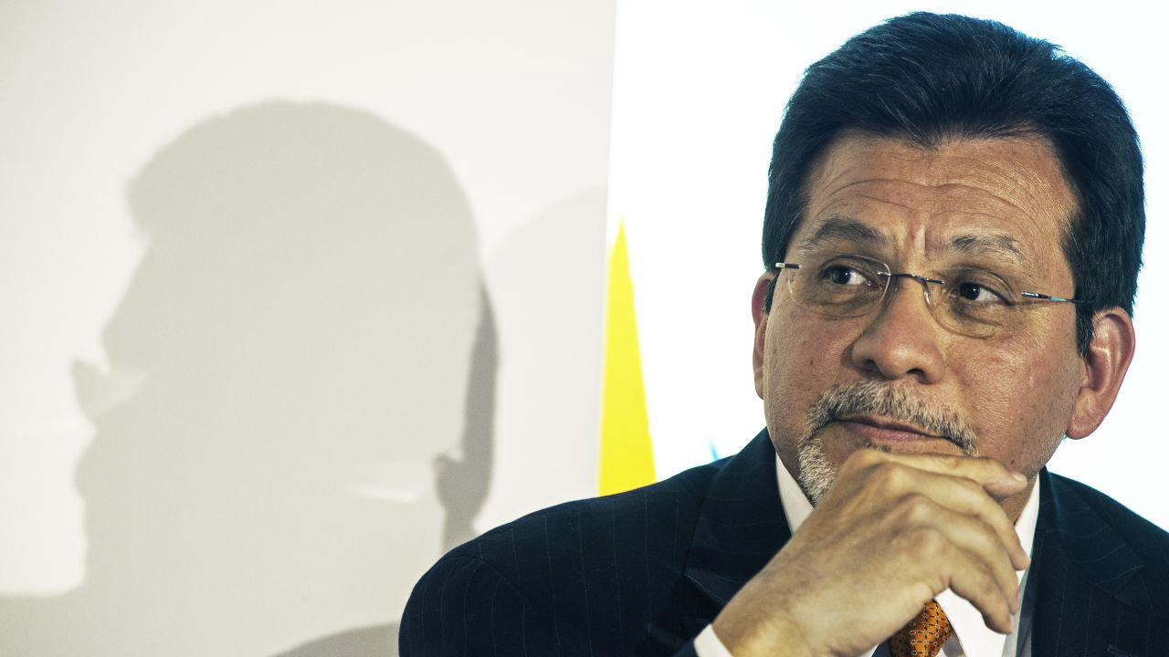 Alberto Gonzales Fast Facts
