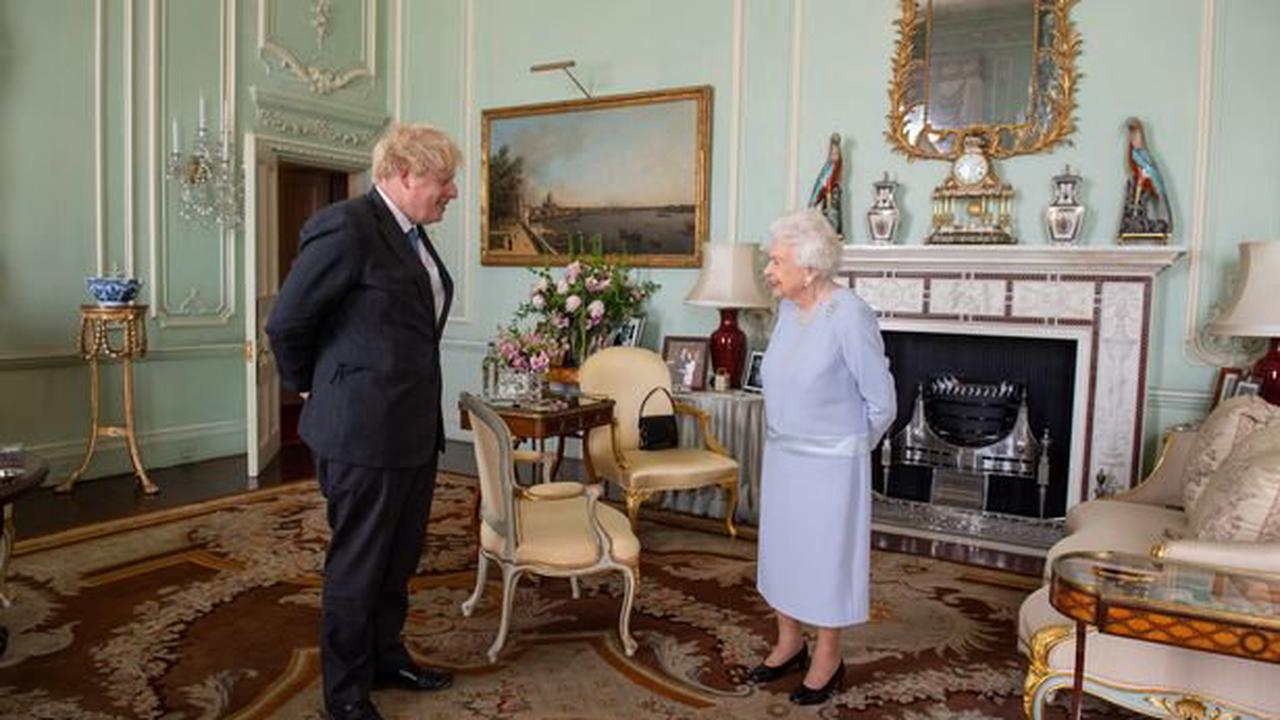 The Queen used handbag to send subtle message about Boris Johnson meeting to Palace staff