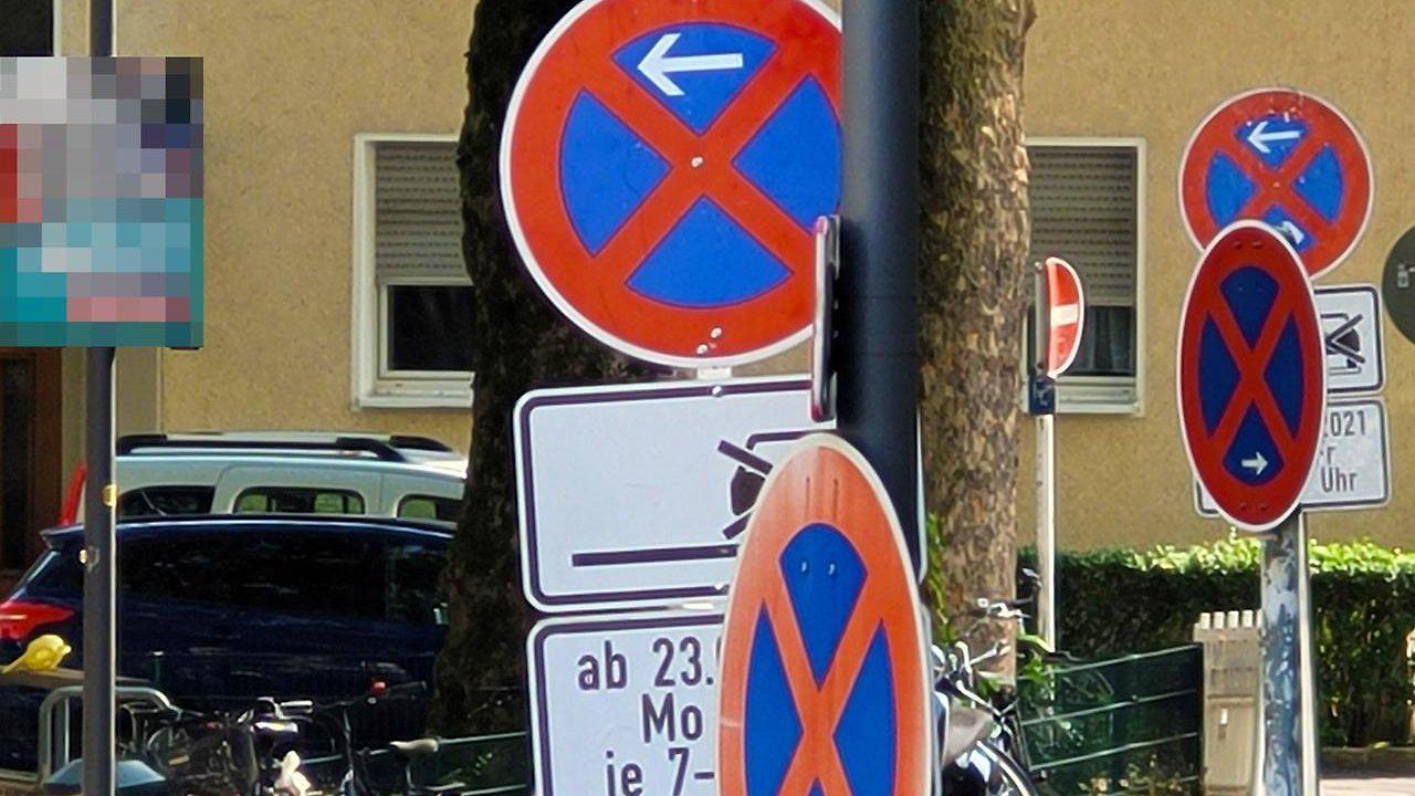 Keine Chance auf Parkplätze: Stadt Köln vergisst, Halteverbotsschilder abzubauen