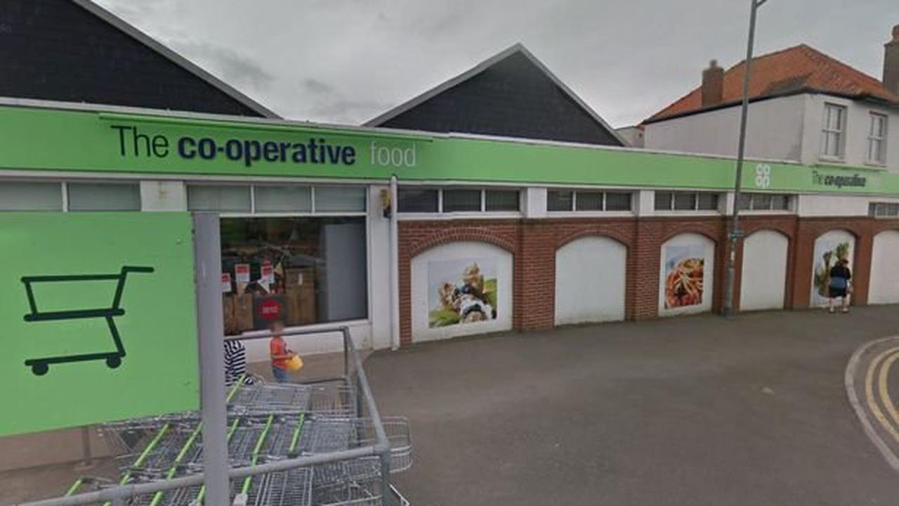 'Threatening' man covered face with blue tissue paper in Co-Op robbery