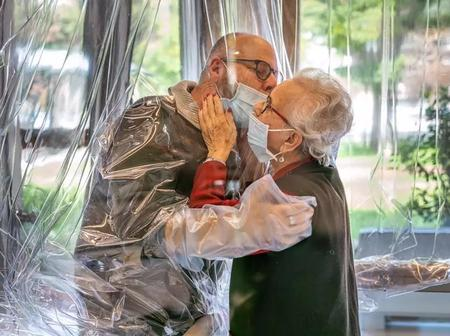Covid19: Emotional pictures that show Italian care home residents finally hugging their loved ones