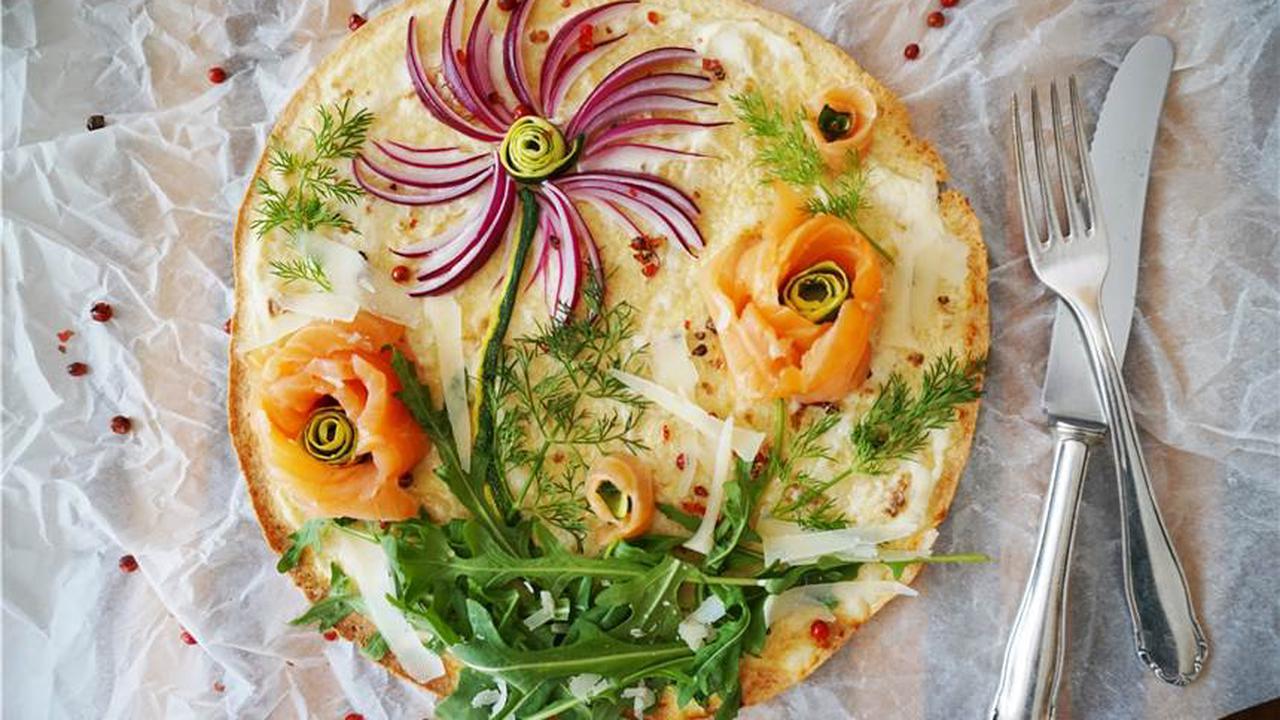 Schnelle Pizza mit Lachsröschen