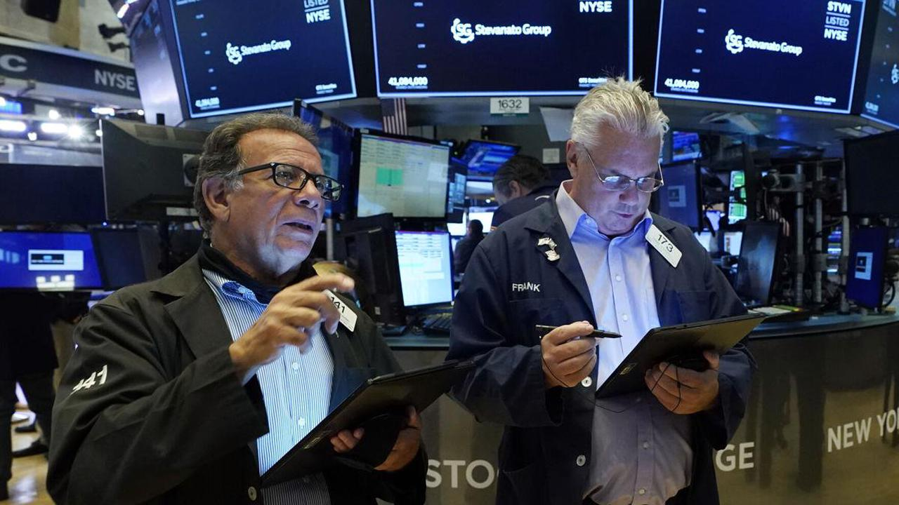 Stocks climb on Wall St gains as company earnings roll in