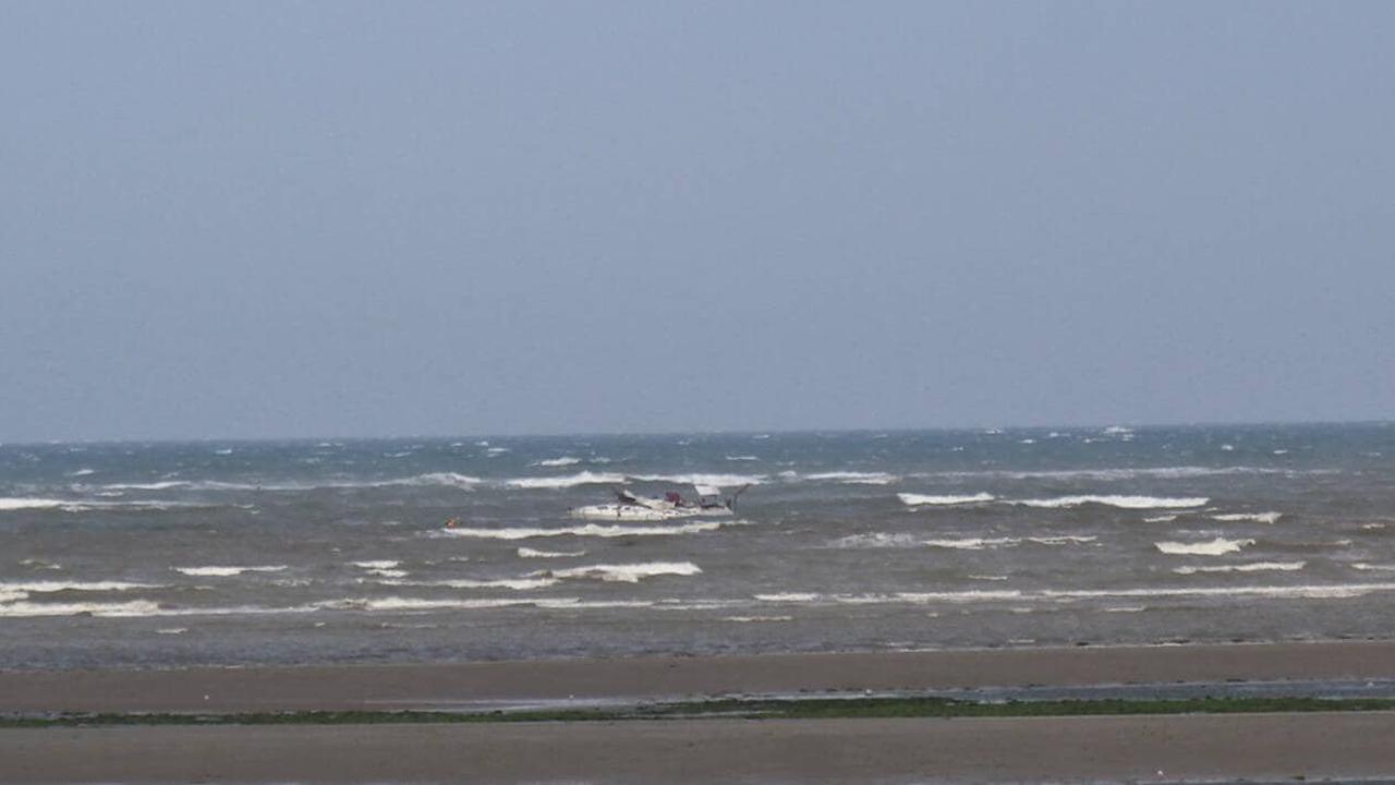 Dans la Manche, un navigateur hélitreuillé après l'échouage de son voilier