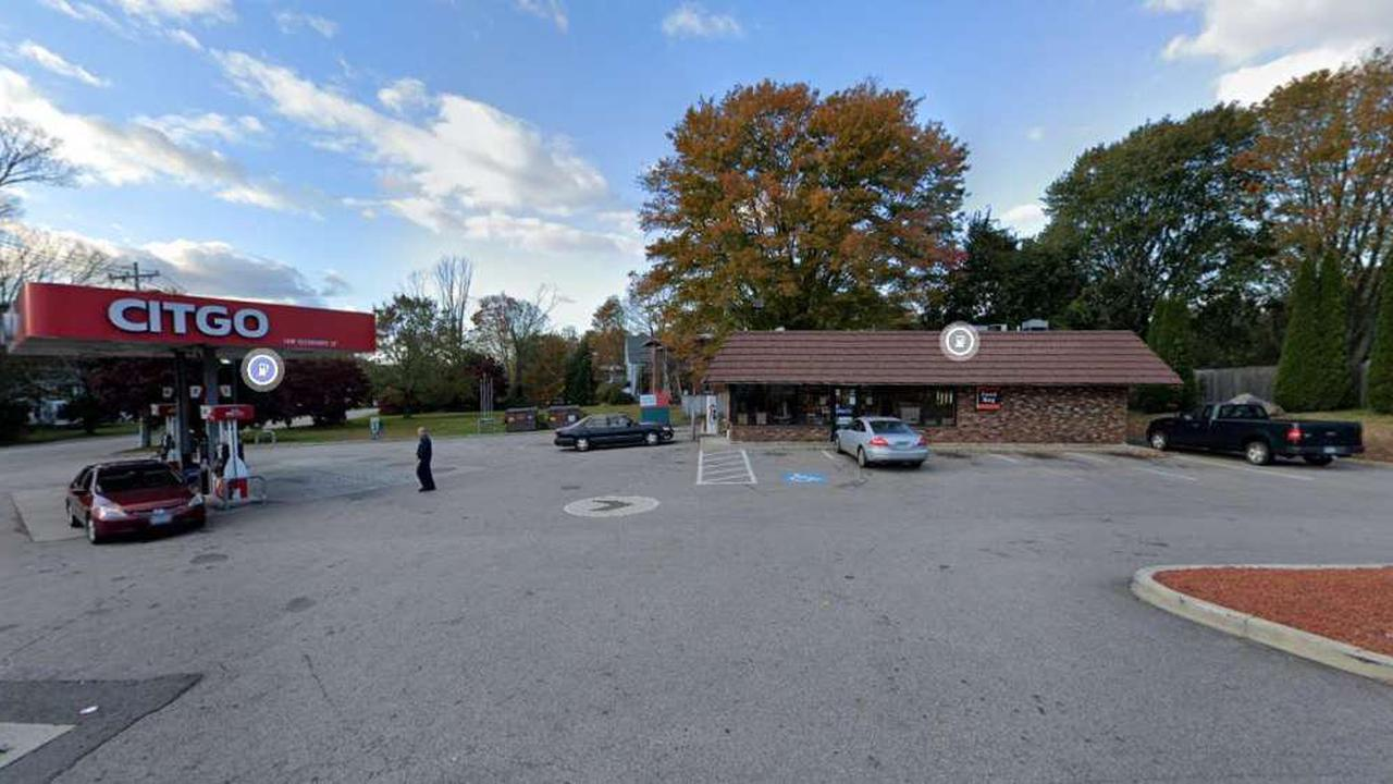 East Hampton residents turn out against gas station zone change proposal
