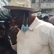 Voici les photos du maire d'Adjamé mangeant de la banane braisée qui affolent la toile