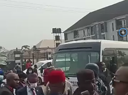 Video: Tell Hope Uzodinma to come, Okorocha dares Imo Govt as he reclaims sealed hotel