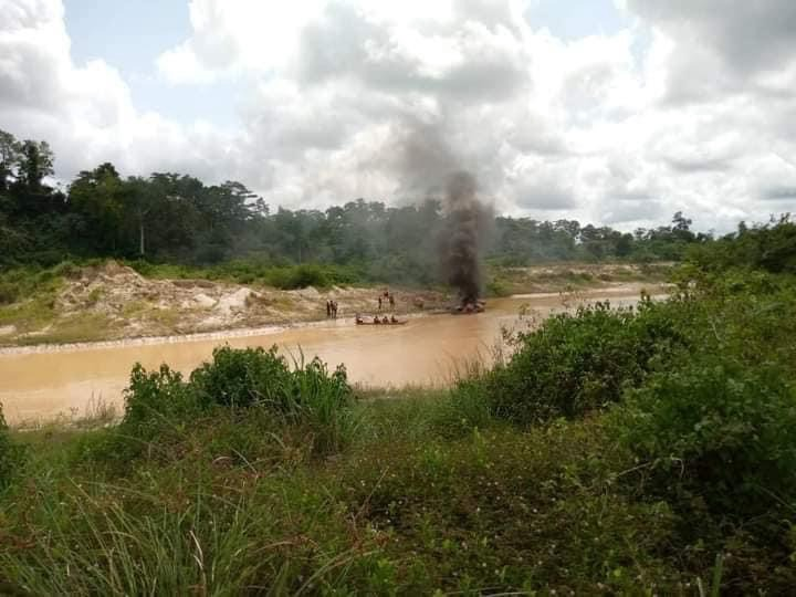 a9d563e46ad14b55bcfbbce0eeaeceac?quality=uhq&resize=720 - Another Set Of Excavators And Changfangs Set Ablaze On Offin River - Photos