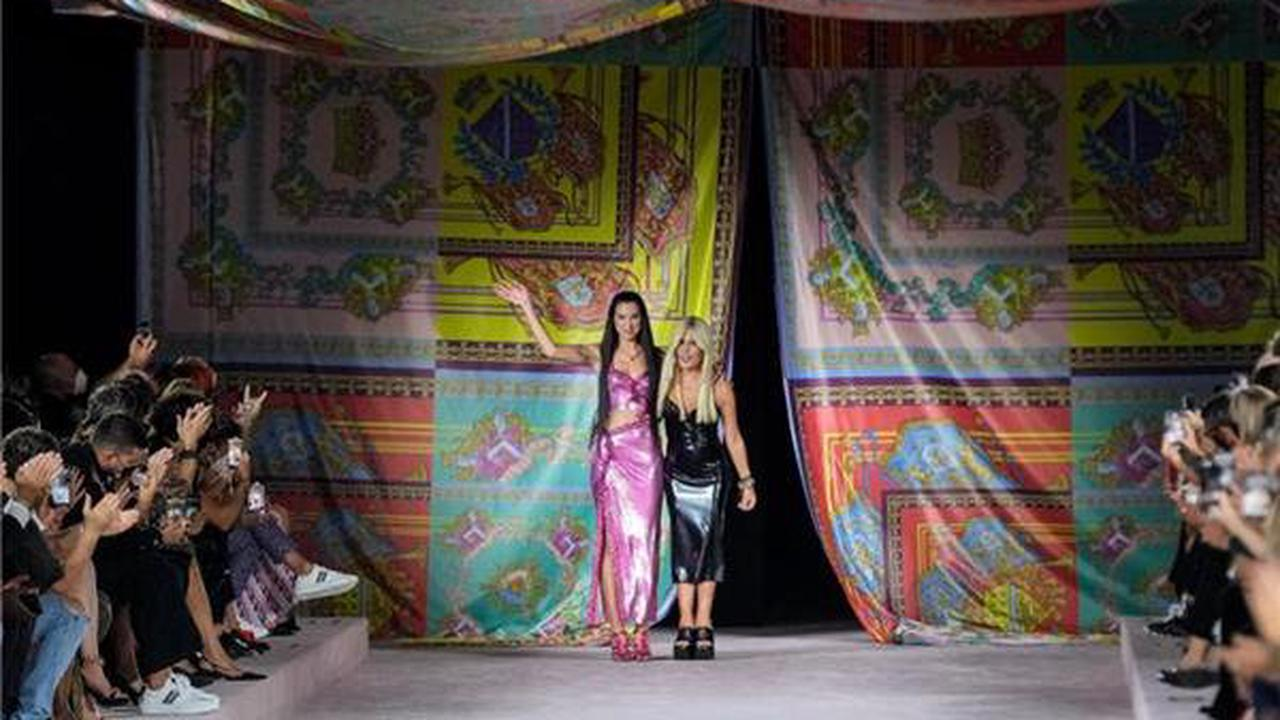 Prominente Models bei Versace in Mailand