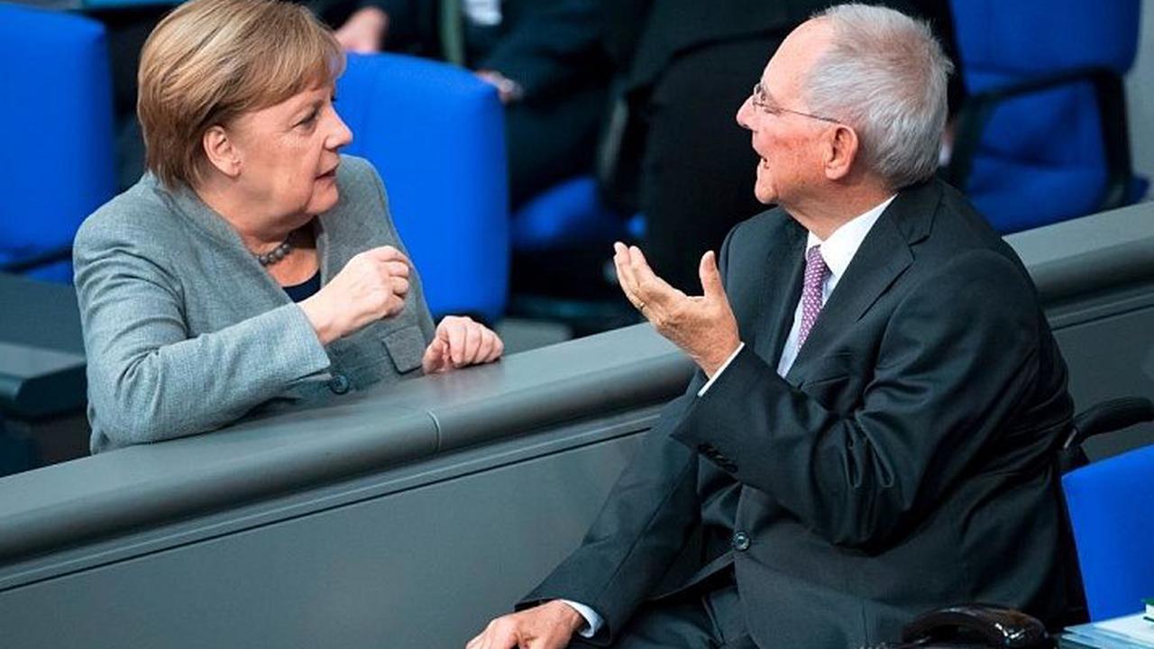 Schlechte Umfragewerte für Union: Schäuble gibt Merkel Mitschuld
