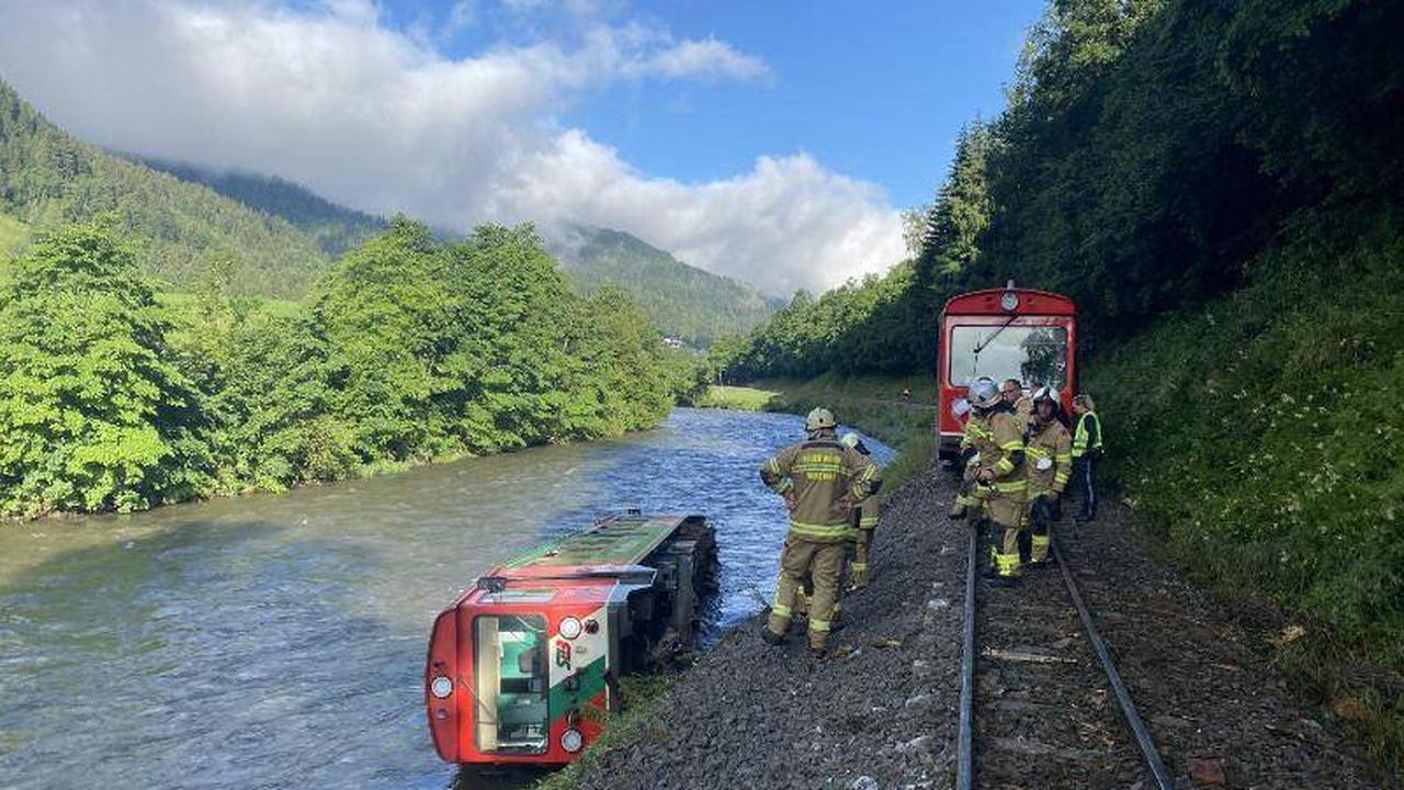 Zugunglück Kendlbruck - Zug stürzt in Mur in Österreich - Dutzende Verletzte