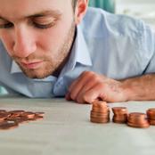 خاف من الحسد وفي يوم من الأيام دخل غرفته التي يخبيء بها الأموال لتحدث مفاجأة لم تكن في الحسبان.. قصة