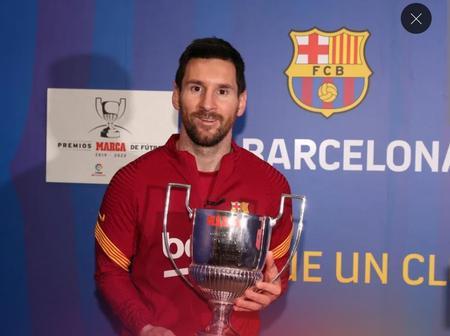 Leo Messi receives the Pichichi 2019/20 award