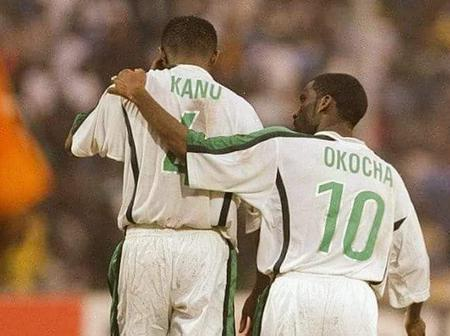 Reaction As man says, Okocha consoles Kanu after Nigeria lost to Cameroun on penalties in Year 2000