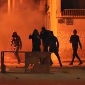 سكاي نيوز : احتجاجات عنيفة في تونس والشرطة تستخدم الغاز المسيل للدموع لتفريقها