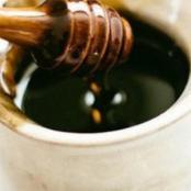 ماذا يحدث للجسم عند تناول ملعقة من العسل الأسود قبل النوم؟