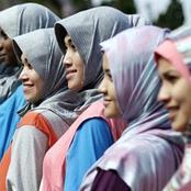 يصلون عكس اتجاه القِبلة.. قصة أصغر دولة مسلمة في العالم