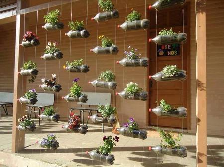 10 creative ways to make beautiful flowerpots from ordinary plastic bottles