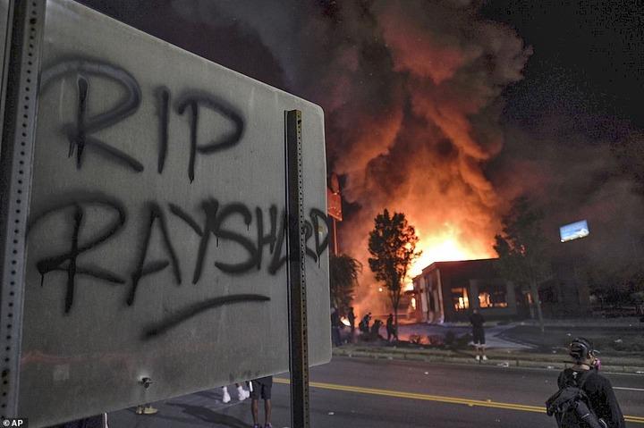 Atlanta protesters block interstate, set fire to restaurant where police killed black man  (Photos/Videos)