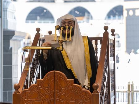 Sheikh Baleelah leads Jumu'ah Prayers in Makkah (See photos)