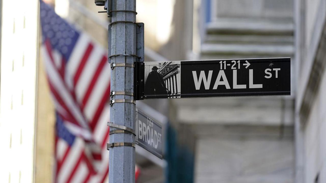 US stocks fall as technology companies lead a broad slide
