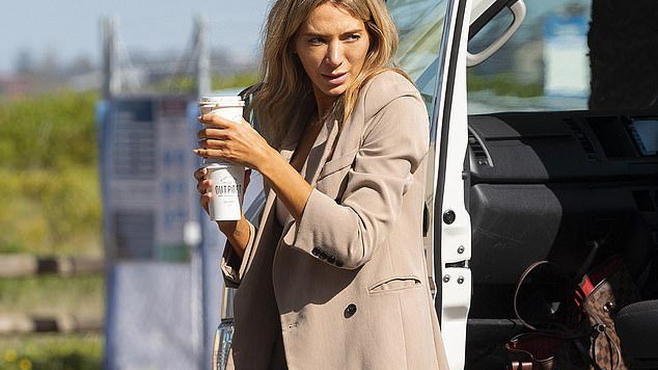 Awkward! Former WAG Nadia Bartel suffers an unfortunate fake tan fail as she goes makeup free for a photo shoot on Sydney's Northern Beaches