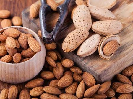 Consume Almonds for Improved eye health