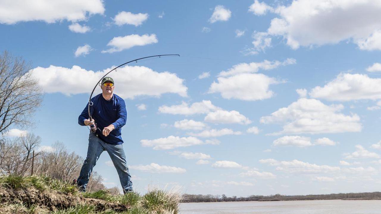 North Dakota paddlefish snagging season closing early