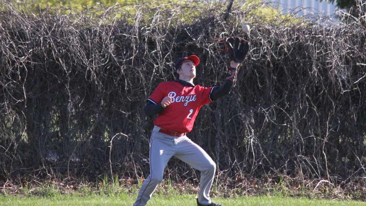 Strong pitching propels Huskies past Panthers