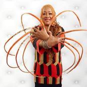 Pour la première fois après 29 ans, elle vient de faire couper ses ongles, les plus longs du monde