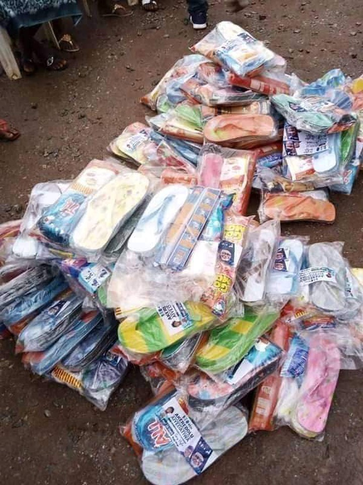 nigerians in shock as akeredolu distribute slippers, ludo and bread ahead of upcoming elections Nigerians In Shock As Akeredolu Distribute Slippers, Ludo and Bread Ahead of Upcoming Elections af26e690fb8786d582eba3e9281bd522 quality uhq resize 720 nigerians in shock as akeredolu distribute slippers, ludo and bread ahead of upcoming elections Nigerians In Shock As Akeredolu Distribute Slippers, Ludo and Bread Ahead of Upcoming Elections af26e690fb8786d582eba3e9281bd522 quality uhq resize 720