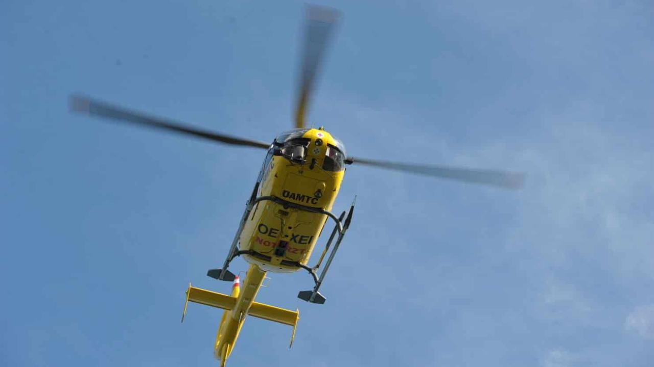Wiener (79) wurde bei Unfall aus Fahrzeug geschleudert