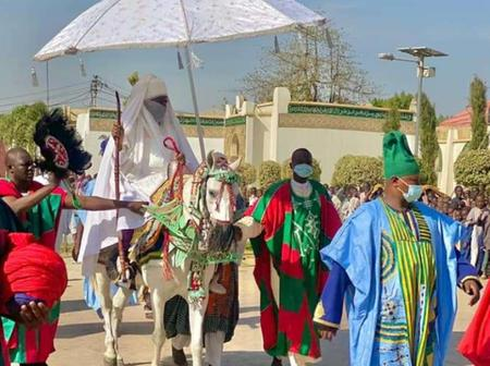 See Pictures of Emir of Kano, Alhaji Aminu Ado Bayero As He Returns From Juma'at Prayers