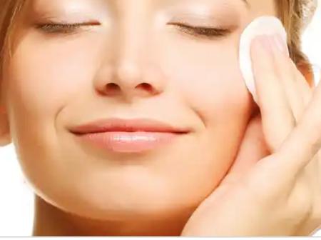 5 minutes DIY Rosemary Face Toner for Oily Skin