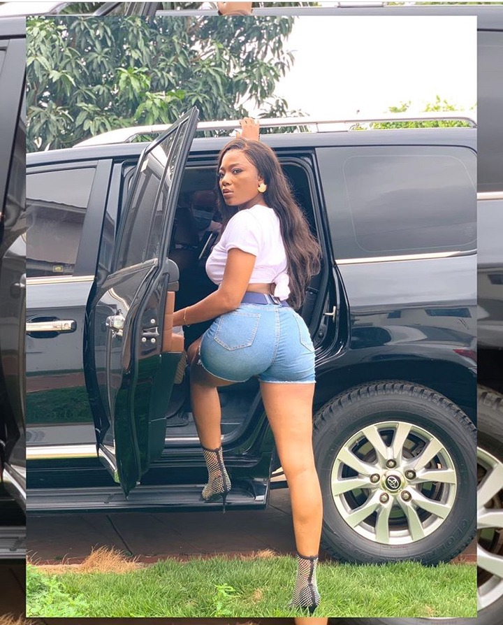 "Singer Efya's sudden "" Huge butts' in a new Photo causes controversies on Social Media; Celebrities also reacted -Efya, one of Ghana's"