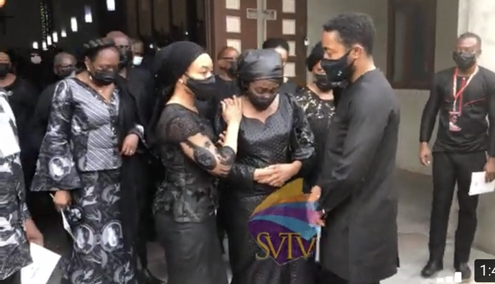 b14f9fe8005a4643ace0182d6bda7ade?quality=uhq&resize=720 - The Sad Moment Konadu Rawlings Wept As Her Children Consoled Her After The Mass Service