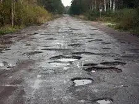 N/R: Residents complains Of Potholes On Their Roads