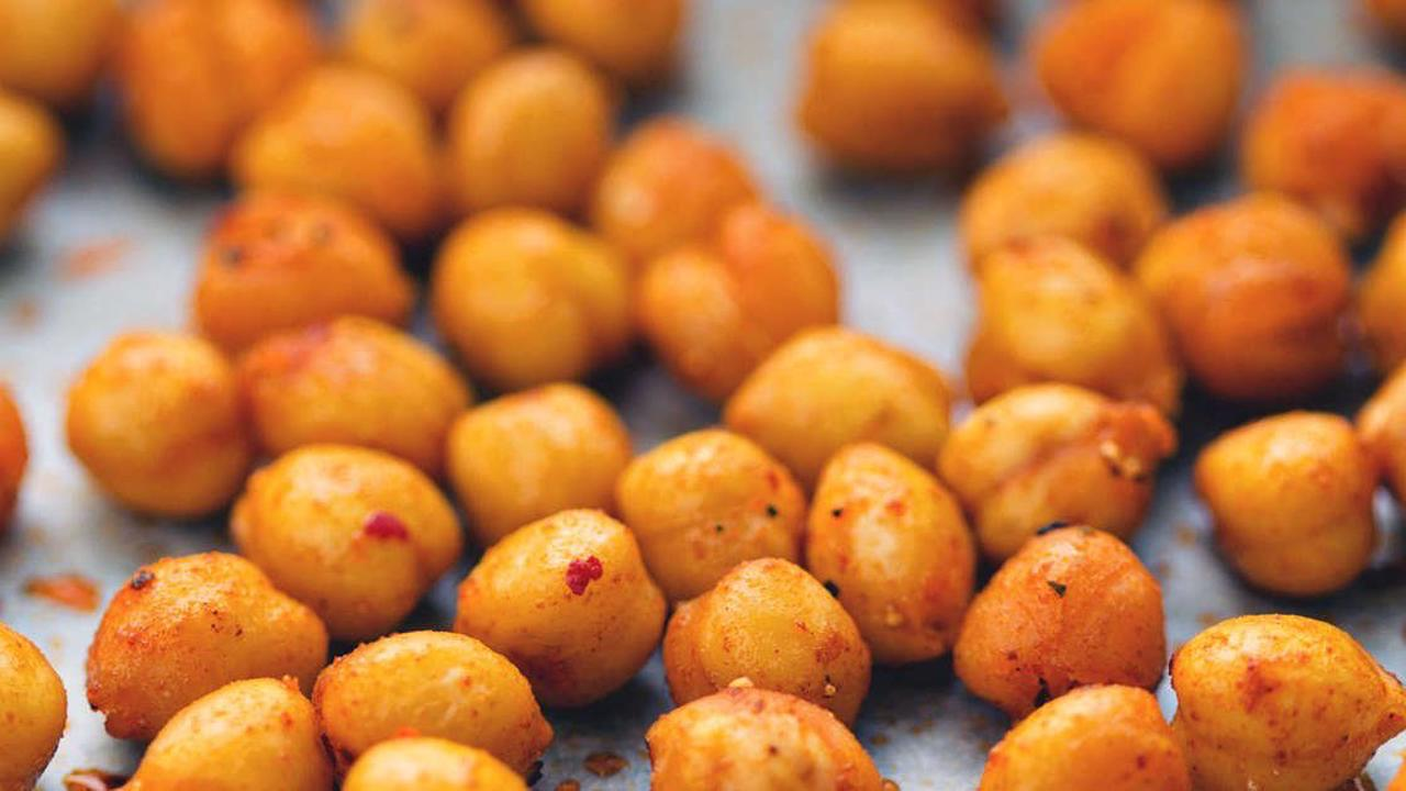 5 Ways Eating Chickpeas Can Help You Lose Weight, Say Dietitians